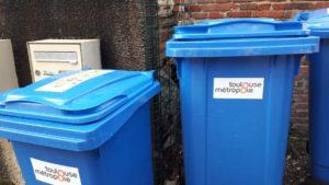 Les containers bleus sont destinés au tri sélectif