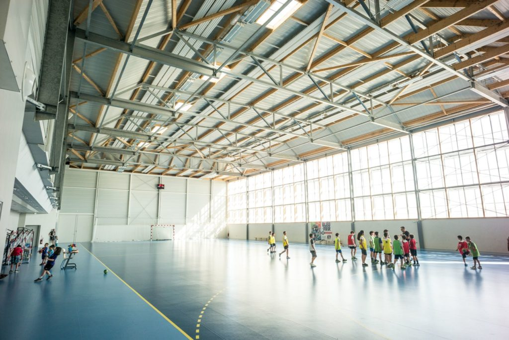 interieur gymnase handball