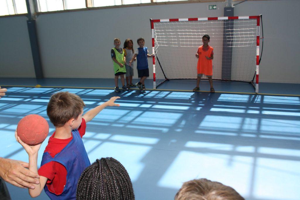 stages sportifs avec les associations pendant les vacances scolaires