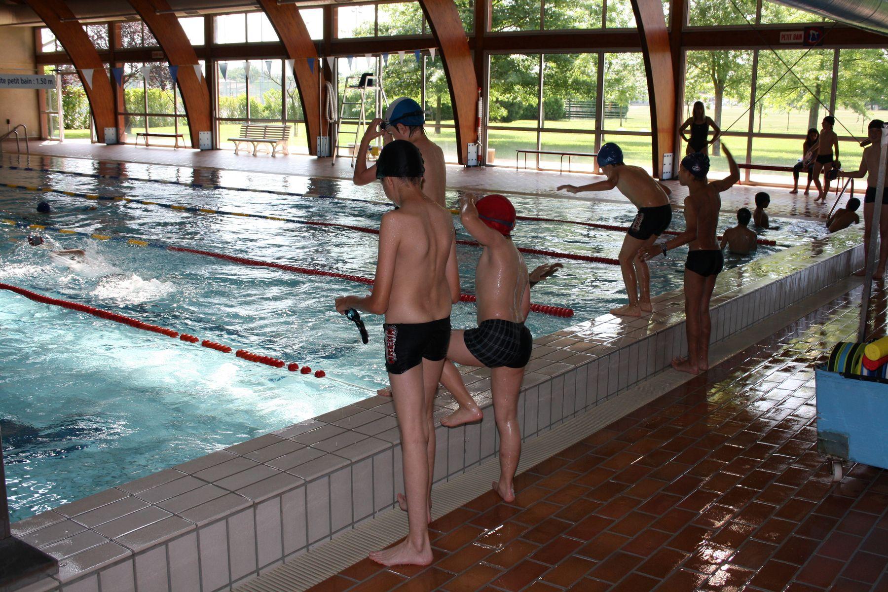 transport piscine et maître nageur financés par la mairie