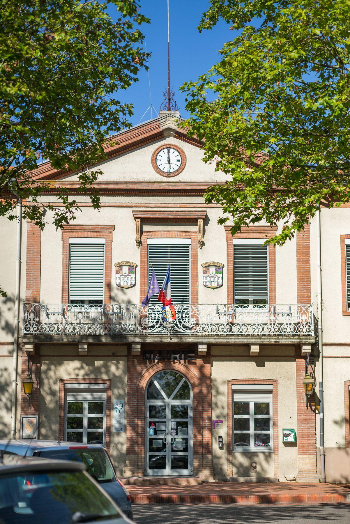 façade de la mairie place Bazerque